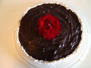 solbærlagkage, lagkage, solbær, solbærmarmelade, mørk chokolade, kirsebærvin, chokoladecreme, chokoladelagkage, lagkagebunde, kage, dessert