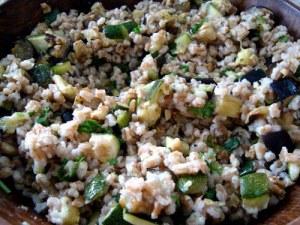 speltsalat, salat, courgette, squash, aubergine, stødt allehånde, spelt, valnødder, citroner