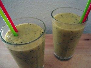 kiwi-smoothie, smoothie, kiwi, ananasjuice, banan, vaniljesukker