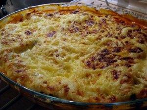 spinatlasagne, lasagne, spinat, hvidløg, tomater, tomatkoncentrat, cayennepeber, balsamico, pastaplader, mandler, mornaysauce, ost, emmenthaler