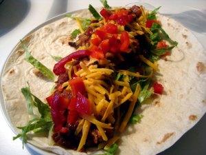 mexicansk, chili, røde bønner, røget paprika, cashewnødder, pekannødder, tomater, løg, kanel