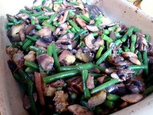 svampe-bønnefad, vegetar, champignons, svampe, grønne bønner, aubergine,hvidløg
