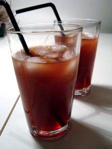 zombie-drink, mørk rom, grenadine, appelsinsaft, kirsebærlikør, citroner, Hallowen-drink, Halloween