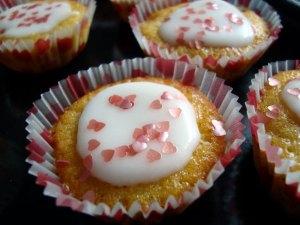 rabarbermuffins, mini-rabarbermuffins, muffins, kage, dessert, rabarber, rørsukker, smør, æg, hvedemel, bagepulver, kokosmel